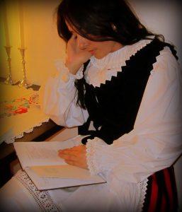 Roxana reading poems