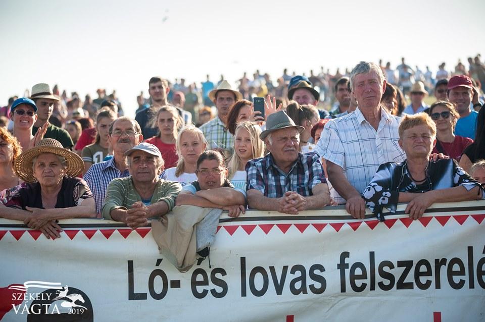 Hungarian horseback riding fans