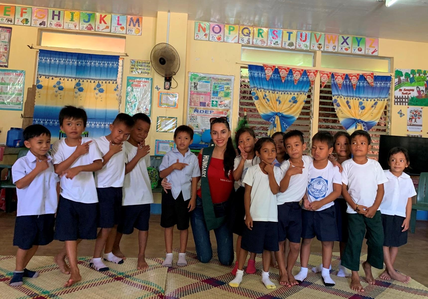 Tünde with little school boys