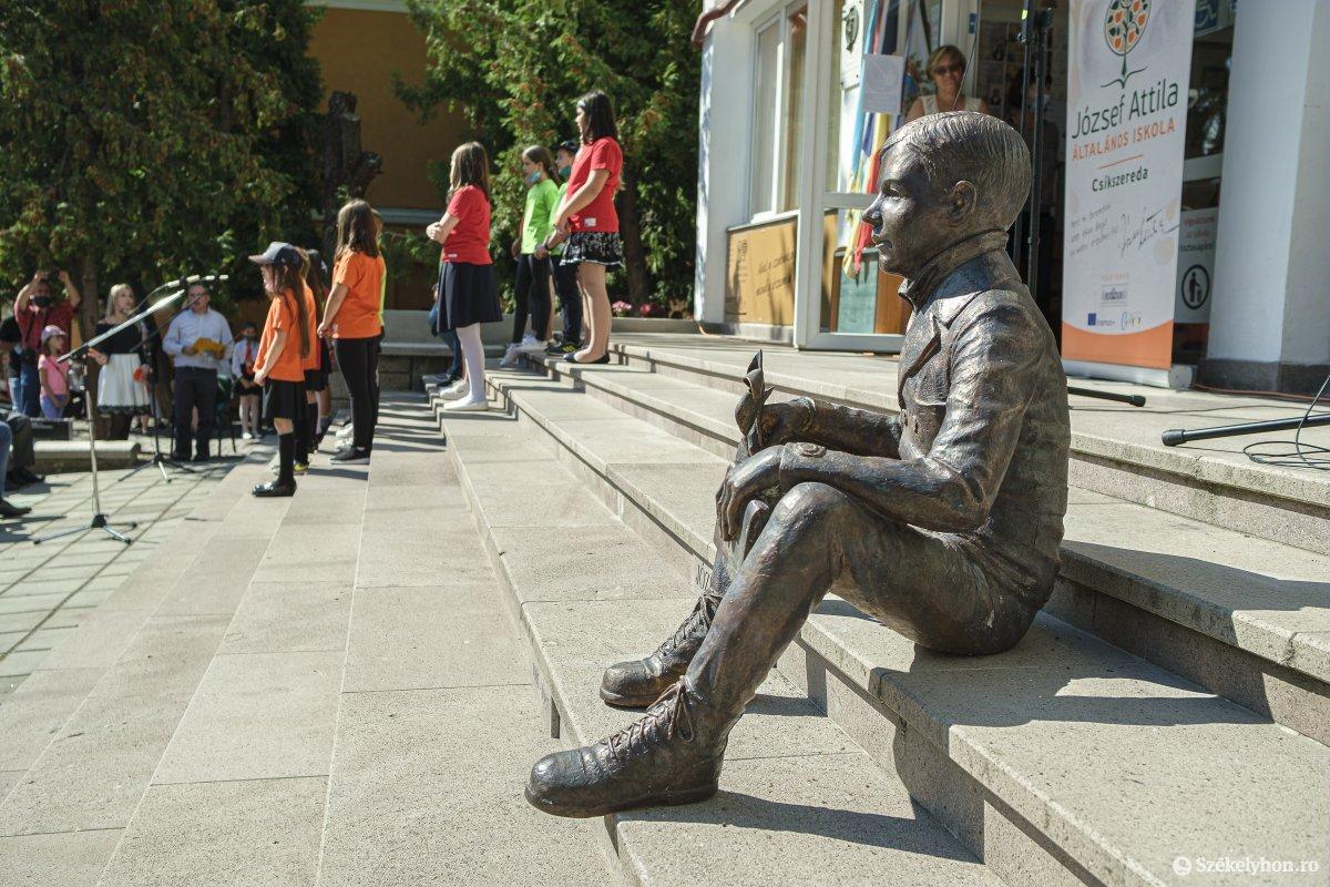 Attila József statue