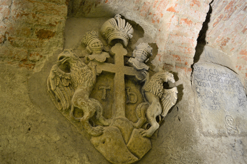 Closing stone of the crypt