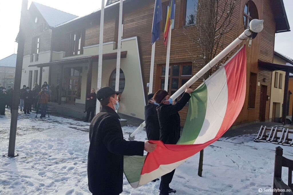 Lowering the Hungarian flag