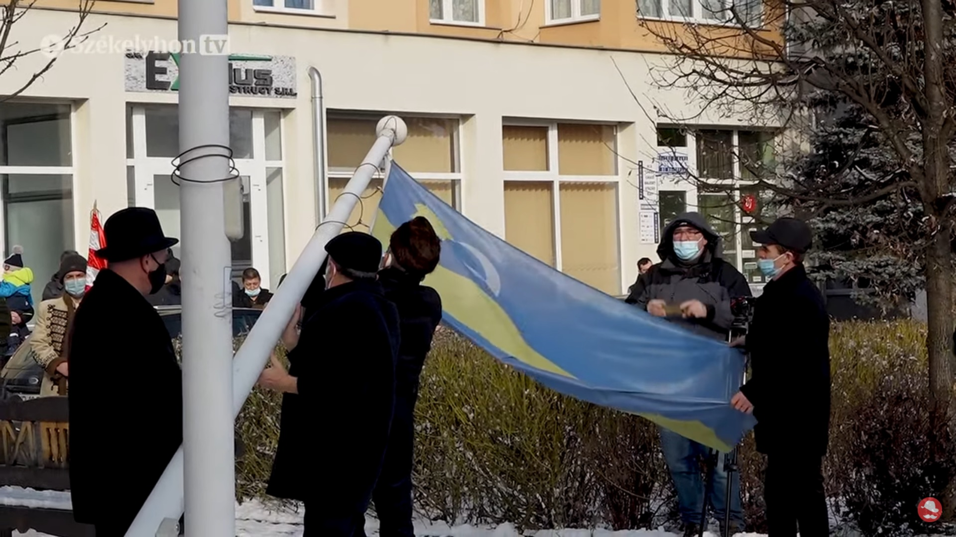 Lowering the Szekler flag