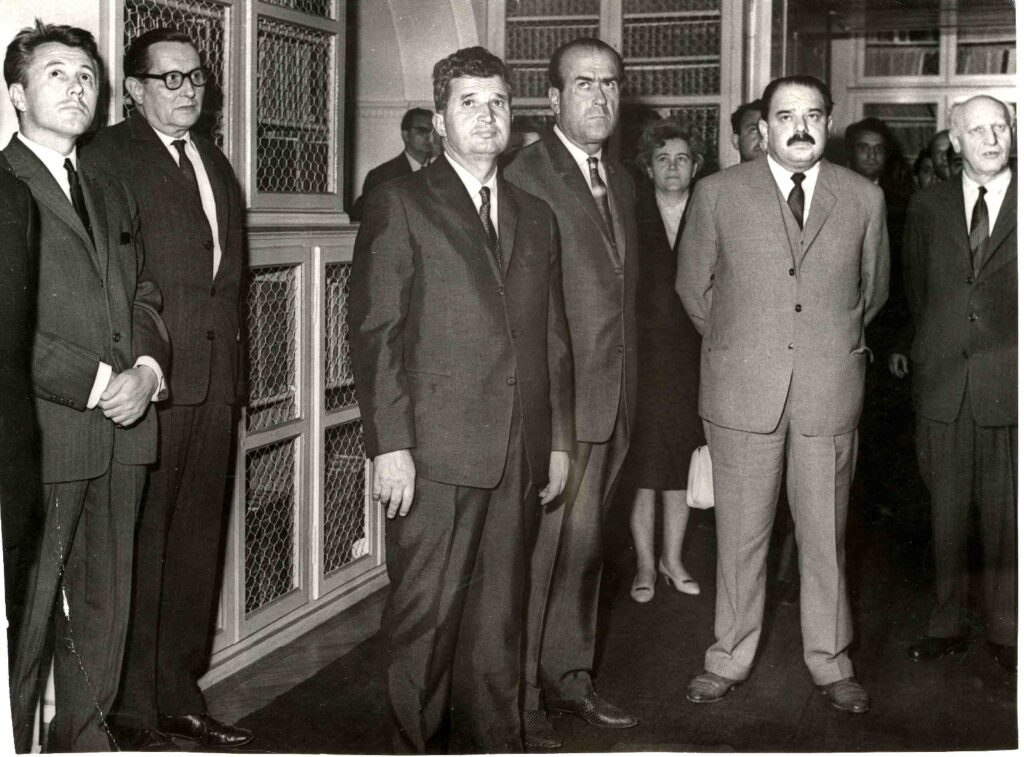 Ceauşescu's visit to the famous library, the Teleki Téka